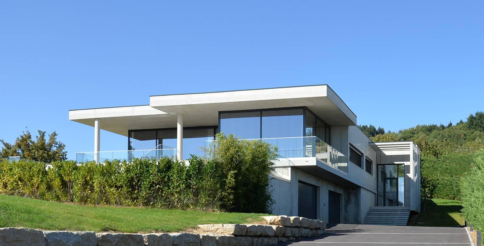 Une Maison Moderne De Beton Et De Verre A Lyon Cabinet D Architecture D Interieur En Auvergne Rhone Alpes Cabinet Vielliard Francheteau Architectures